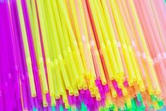 pailles à boire colorées de fond Photos stock