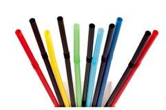Pailles à boire flexibles de couleur multi sur le blanc Image stock