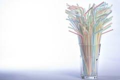 Pailles à boire multicolores images libres de droits