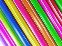 Pailles buvant le plastique sur le fond blanc image stock