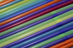 pailles en plastique colorées photo libre de droits