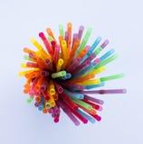 Pailles en plastique colorées Images libres de droits