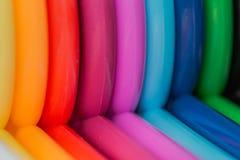 Pailles en plastique colorées créant un fond intéressant Photos libres de droits