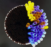Pailles en plastique de l'eau de boissons Photo stock