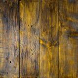 Painéis de madeira côr de avelã velhos com quebras, riscos, redemoinhos, entalhe e microplaquetas Imagem de Stock Royalty Free