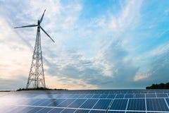 Painéis fotovoltaicos e turbina eólica fotografia de stock royalty free