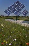Painéis Photovoltaic que giram Fotografia de Stock