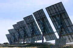 Painéis solares alinhados fotos de stock royalty free