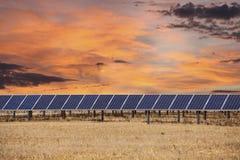 Painéis solares com nuvens do nascer do sol Imagem de Stock Royalty Free