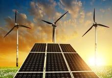 Painéis solares com turbinas eólicas Imagens de Stock Royalty Free