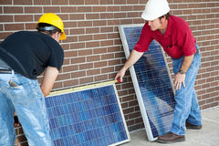 Painéis solares da medida dos eletricistas Imagem de Stock