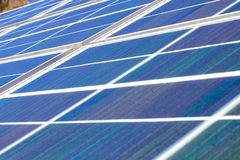 Painéis solares de potência verde Fotos de Stock