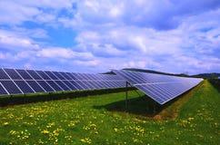 Painéis solares, eletricidade fotovoltaico do produto dos painéis imagem de stock