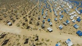 Painéis solares em um telhado A energia solar uma fonte de energia alternativa é painéis solares Foto de Stock Royalty Free