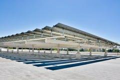 Painéis solares em uma estrutura do estacionamento em De Anza Faculdade, Cupertino Foto de Stock Royalty Free
