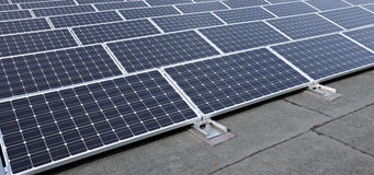 Painéis solares modernos Fotografia de Stock Royalty Free