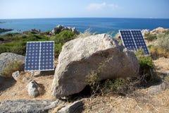 Painéis solares na costa Fotografia de Stock Royalty Free