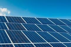 Painéis solares no céu azul com espaço da cópia Imagens de Stock Royalty Free