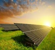 Painéis solares no por do sol Fotografia de Stock