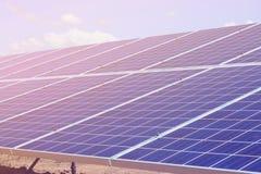 Painéis solares, planta de energias solares Foto de Stock Royalty Free