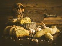 Pain à l'ail et gâteaux malsains Photo libre de droits