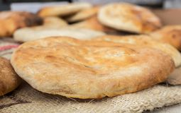 Pain arabe de tradition - pain pita photo stock