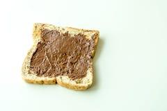 Pain avec de la crème de chocolat Photographie stock libre de droits