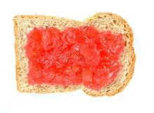 Pain avec des baies de fraise de confiture Photo libre de droits