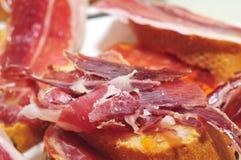 Pain avec du jambon espagnol de serrano Image libre de droits