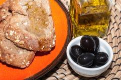 Pain avec l'huile d'olive Images stock