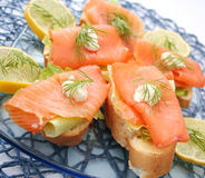 Pain avec les poissons saumonés Images stock