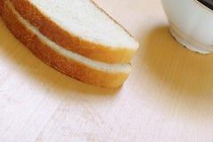 Pain blanc et thé Photos libres de droits