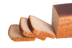 Pain coupé en tranches de ‹d'†de ‹d'†du pain de seigle noir d'isolement sur le backgroun blanc photo stock