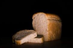 Pain coupé en tranches du pain blanc Images libres de droits