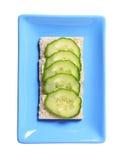 Pain croquant avec le concombre frais Image libre de droits
