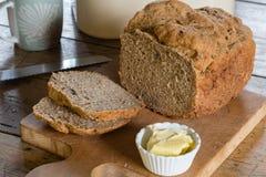 Pain cuit au four par maison Photo libre de droits