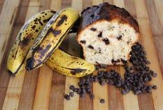 Pain cuit au four par maison de puce de chocolat de banane Photographie stock libre de droits