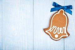 Pain d'épice en forme de cloche de biscuit de Noël photos stock