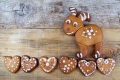 Pain d'épice en forme de coeur et biscuits de chèvre Photographie stock