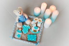 Pain d'épice fait maison décoré du glaçage Sur l'anniversaire de son fils Photographie stock libre de droits