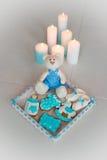 Pain d'épice fait maison décoré du glaçage Sur l'anniversaire de son fils Images libres de droits