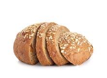Pain de blé entier d'isolement sur le fond blanc Photo stock
