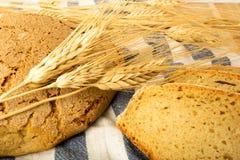 Pain de blé sur une serviette Photo stock