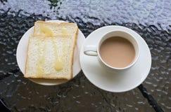 Pain de feuille et une tasse de café Images libres de droits