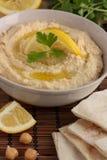 Pain de Hummus et de pita - plan rapproché photographie stock