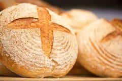 Pain de levain - boulangerie d'étagère de pains Image stock