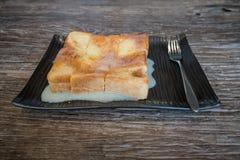 Pain de pain grillé avec du lait Photos stock