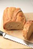 Pain de pain sur le panneau de découpage Photographie stock libre de droits