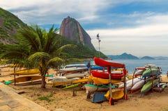 Pain de sucre de montagne et plage rouge dans le Rio de Janeiro image libre de droits
