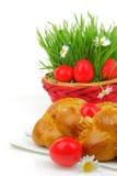 Pain doux de Pâques avec les oeufs rouges photo stock